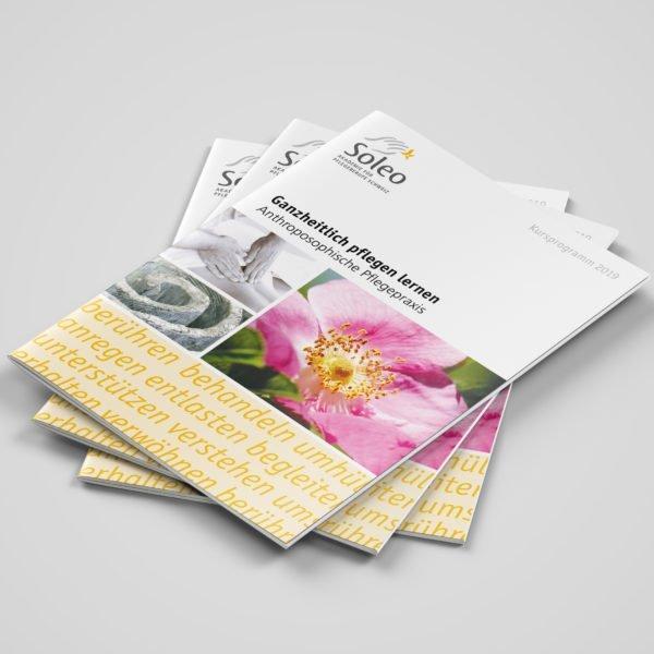 Bild der designten Broschüre für Soleo